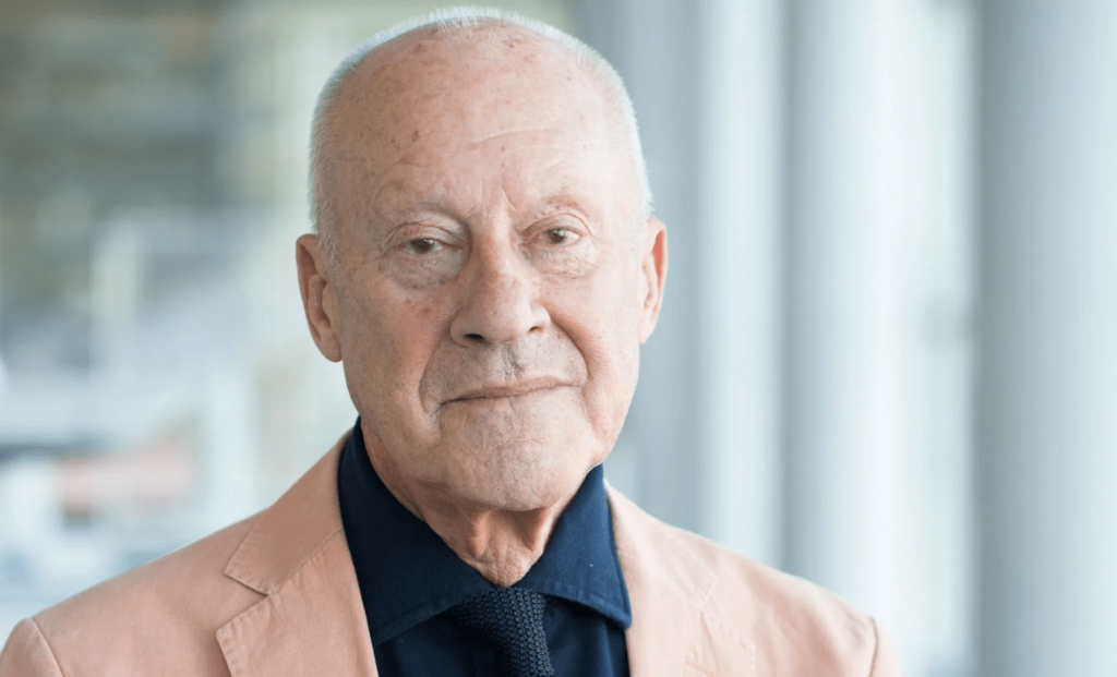 """Norman Foster criticises architects' """"hypocritical moral stance"""" on airports"""
