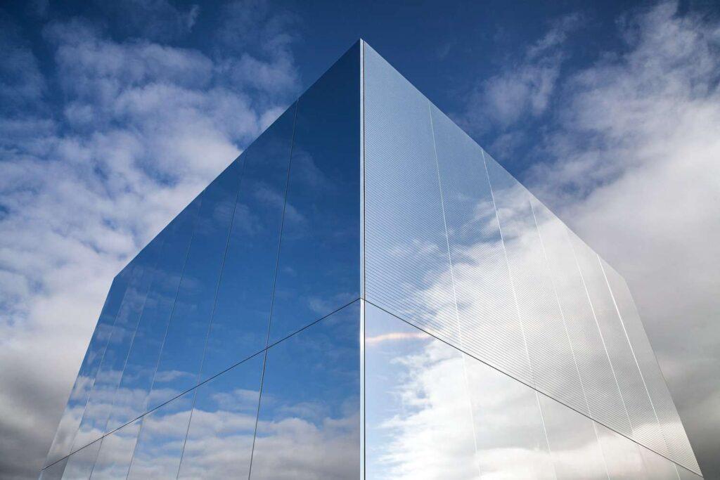 استخدام أسطح الألومنيوم عالية التقنية في تصميم الواجهات
