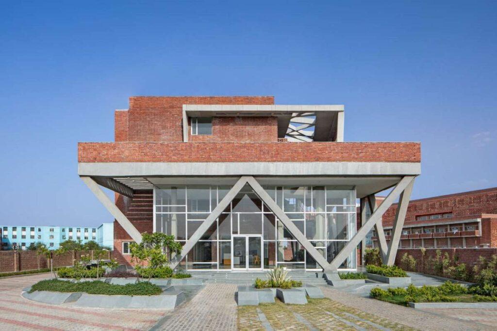 تحقيق العمارة المستدامة في مبنى سكن الطالبات بجامعة سانت أندروز للتكنولوجيا والإدارة
